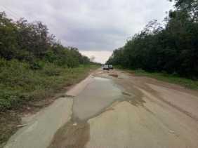 Rusak, Warga Diminta Hati-hati Melintas di Jalan Provinsi Pakning-Dumai