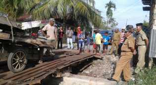 Plt Bupati Rohil Drs Jamiludin Pantau Pengerjaan Jembatan Jalan SMU 2