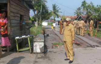 Plt. Bupati Rohil Jamiludin Tinjau Jembatan Rusak Jalan SMU Negeri 2 Bangko
