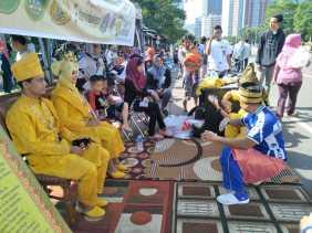 Hebat!! Ipemarohil Jakarta Gelar Tari Inai dan Kuliner Laksmana Mengamuk di CFD Sudirman