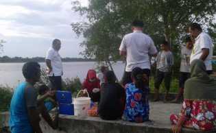 Tim DLH Rohil Ambil Sample Air Sungai Rokan