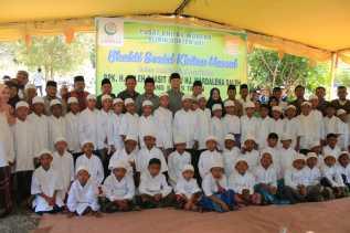 Milad Pernikahan, Mantan Gubernur Riau Lakukan Kegiatan Sunat Massal