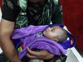 Seorang Bayi Korban Banjir Sentani Diselamatkan dari Reruntuhan Rumah