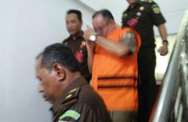 Kejati Riau Tahan Eks Kadisdik Pelalawan Tersangka Korupsii