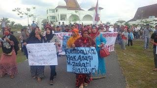 Tuntut Keadilan, Ratusan Warga Demo Pengadilan Negeri Rohili