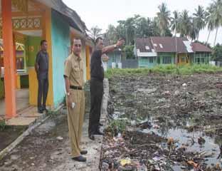 Bupati Rohil Pantau Pembangunan Lapangan Terbuka di Pujaserai